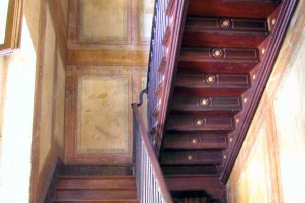 detalhe-da-escada-em-madeira-da-villa374B1950-8302-F25C-FF93-BECC57142C4C.jpg