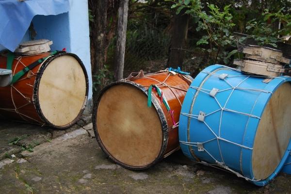 tambores-da-comunidade-dos-arturos-credito-ana-rita-andrade-acervo-iephafundacF48C9385-D7DC-A06D-4FA3-AFD4011AD931.jpg