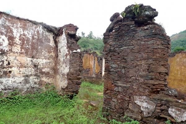 aspectos-das-ruinas-remanescentes-da-vila-de-gongo-soco-220288191-F41B-9D8E-84D9-5C7F06FD6FE6.jpg