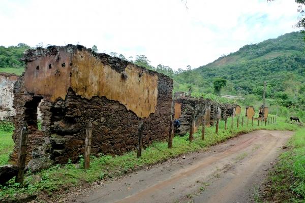 aspectos-das-ruinas-remanescentes-da-vila-de-gongo-soco-3BCE10388-6563-7D6F-E6C7-3DB135F5FF18.jpg