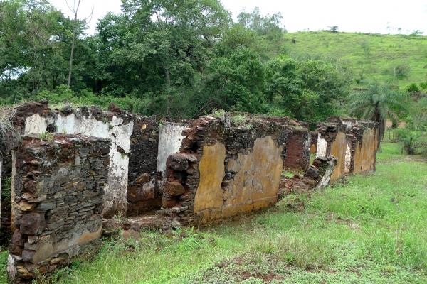 aspectos-das-ruinas-remanescentes-da-vila-de-gongo-socojpg-32D6D2625-DF51-EF93-BA11-EACEE5604ECE.jpg