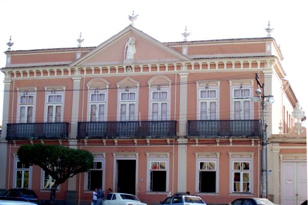 1-forum-de-oliveira-atual-casa-de-cultura-emuseu-carlos-chagas4DACE750-B481-BC77-CE2C-80D947D936BA.jpg