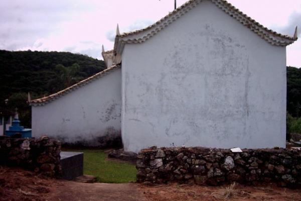 fachada-posterior6CD6B2D1-9021-0A67-8B1C-34602B75C5FF.jpg