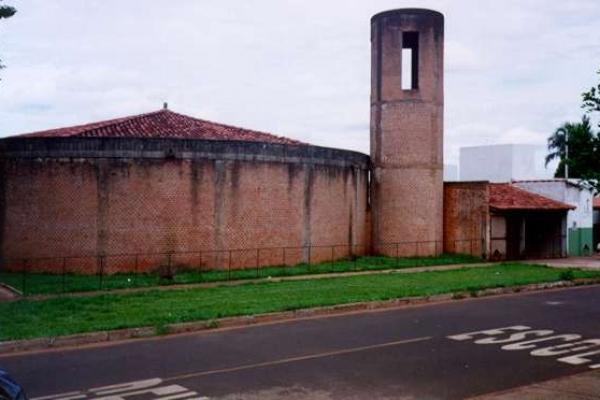 3-vista-posterior-da-igreja14A345CD-15D2-D6C9-7B81-860AF25A2BF7.jpg