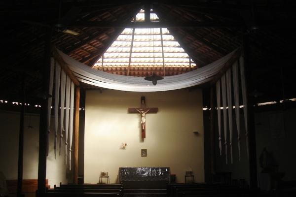 4-vista-interna-com-destaque-para-o-altar5F482BE5-D56A-BA97-FCC1-0C357B15A38C.jpg