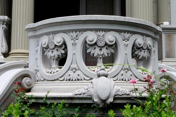 detalhe-do-guarda-corpo-em-alvenaria-cheia-ornada-fachadaprincipal-42CE67E8F-B915-F824-7F2A-03E055299487.jpg