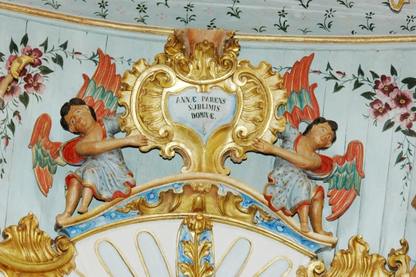 detalhe-coroamento-do-retabulo-colateral-da-epistola1AF56003-8206-00B7-04DF-00ACE955C925.jpg