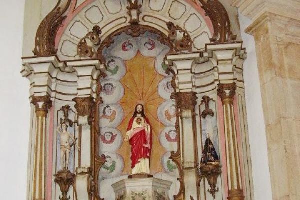 4-vista-do-altar-lateral-direito31BA2779-50D4-4FA8-E4C5-B396AA323165.jpg