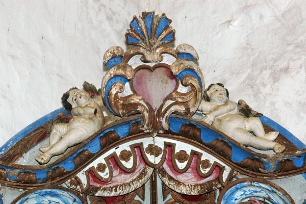 detalhe-coroamento-altar-lateralFCF8BA41-0F87-7049-55E9-1F20F20FABE3.jpg