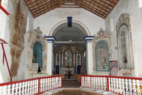2-vista-da-nave-altares-colaterais-e-capela-mor9BDB1922-0BB8-127C-4E46-A33FDEB3EAF9.jpg
