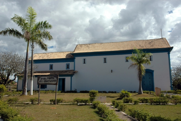fachada-lateral-esquerda0E488B7F-D1A1-3A95-CFB0-34463E3E8C90.jpg