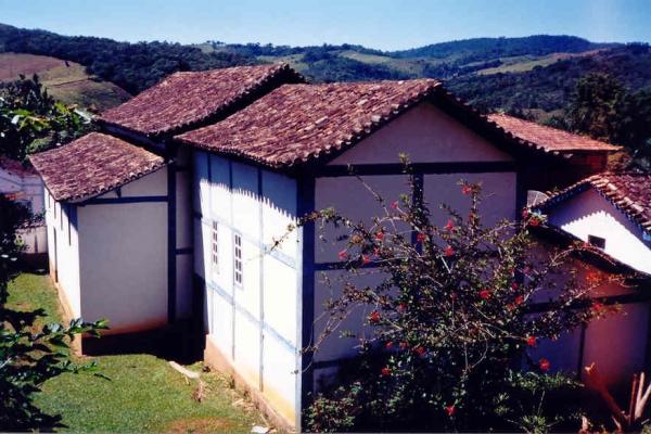 3-fachada-lateralesq-e-posterior3FBF6540-A7E4-9C31-64AA-4864DB808B84.jpg
