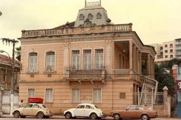 fachada-principal-decada-de-1990-casa-arthur-bernardesD6C43727-9D24-7425-EB97-A6CD72EBA3FB.jpg