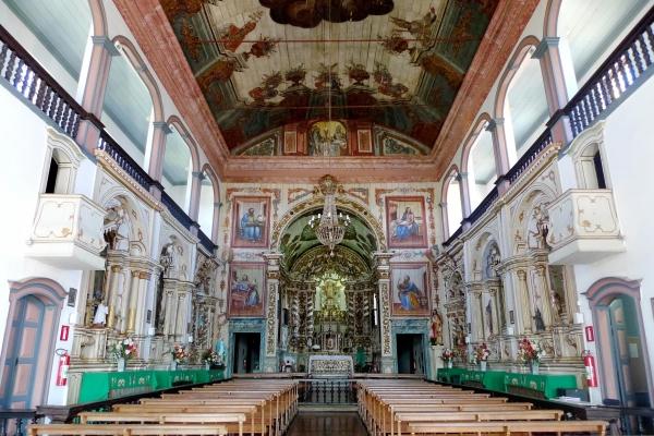 2-vista-da-nave-capela-mor-e-tribunasF0155620-3438-ED7D-4580-CC71F8076982.jpg