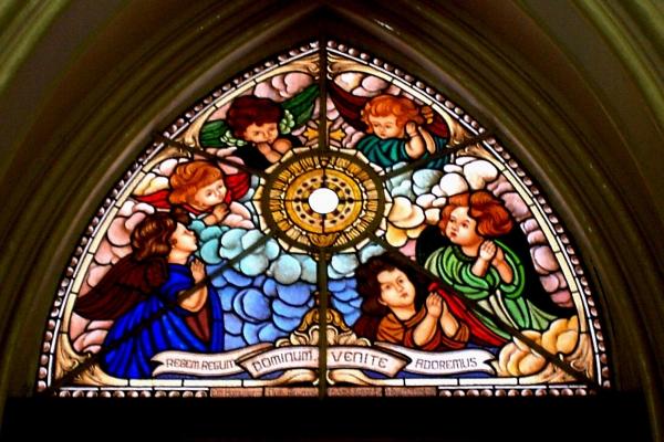 vista-interna-do-vitral-colorido-da-naveEE018FAE-73BF-405F-C08E-A4F68BAE3DED.jpg