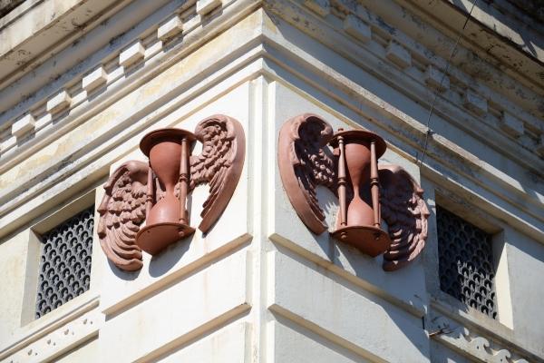 detalhe-decorativo-da-fachada-ampulheta-alada3C9318DB-0130-14C2-568C-B12F76DC41F7.jpg