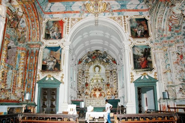 vista-interna-do-altar-mor-da-igreja4835F825-2BC9-7F2C-4E5A-04A676E54E88.jpg