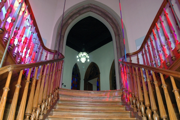 vista-interna-detalhe-escadaria-de-madeira97A62983-3EBF-500E-860D-BED274BE7454.jpg